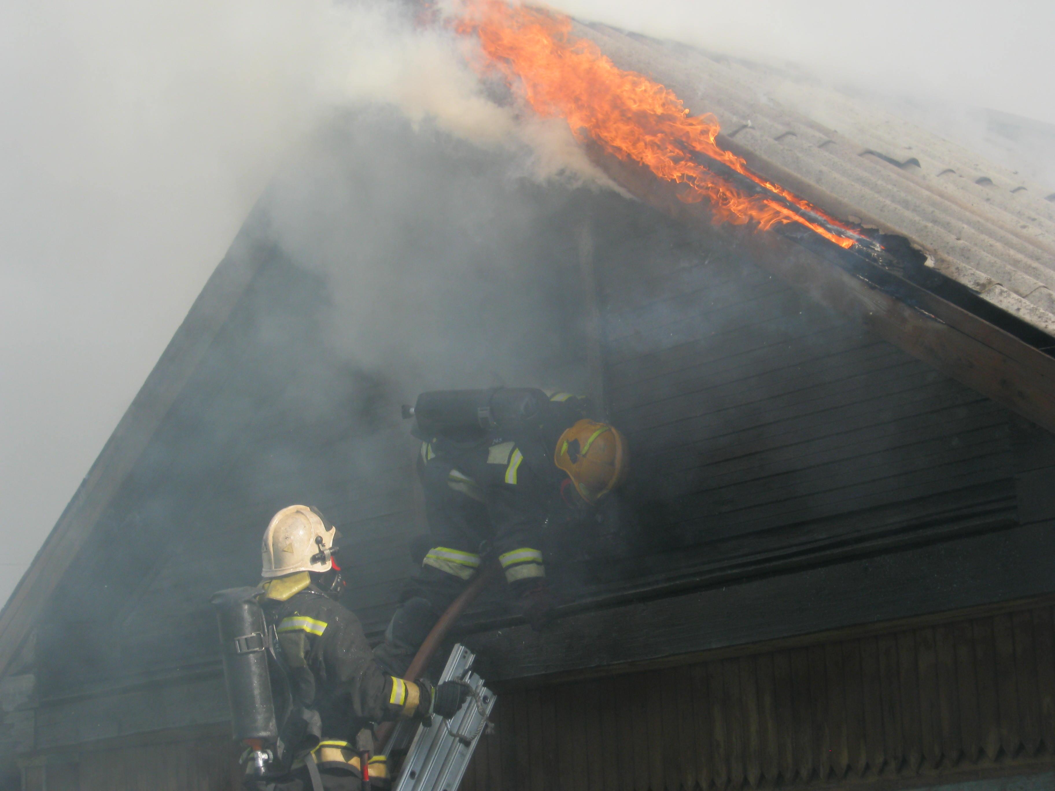 Пожарно-спасательные подразделения ликвидировали пожар в г. Суоярви.