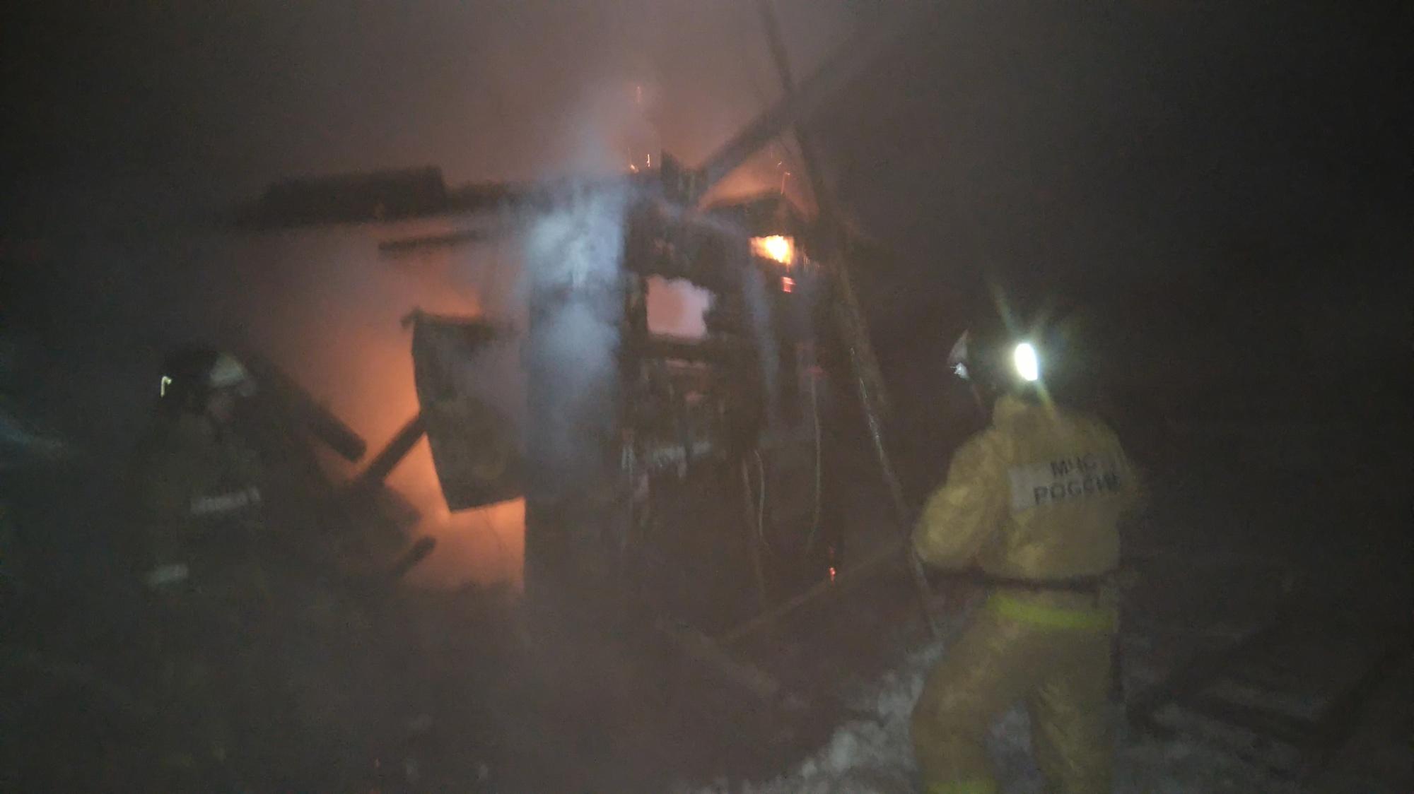Пожарно-спасательные подразделения ликвидировали пожар в Кемском районе.