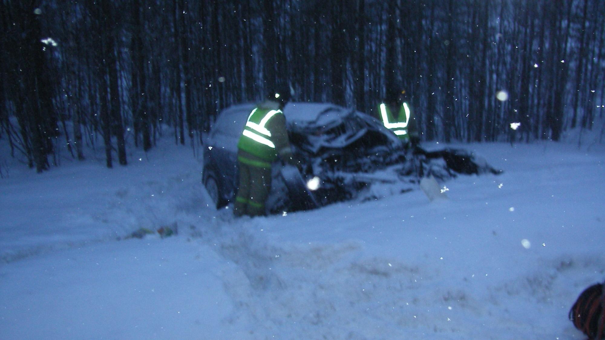 Пожарно-спасательное подразделение привлекалось для ликвидации ДТП в Лоухском районе.