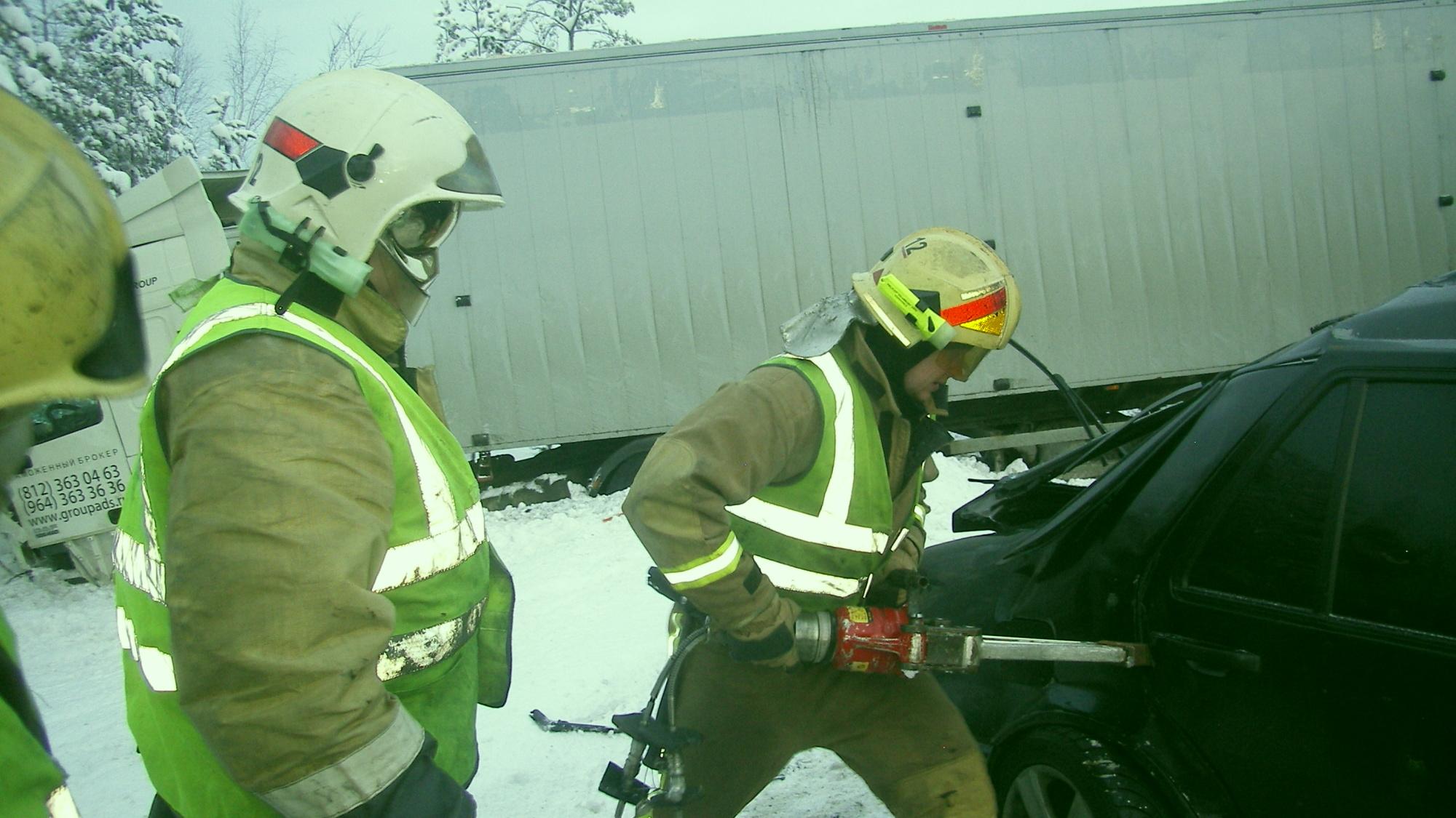 Пожарно-спасательное подразделение привлекалось для ликвидации ДТП в Кемском районе.