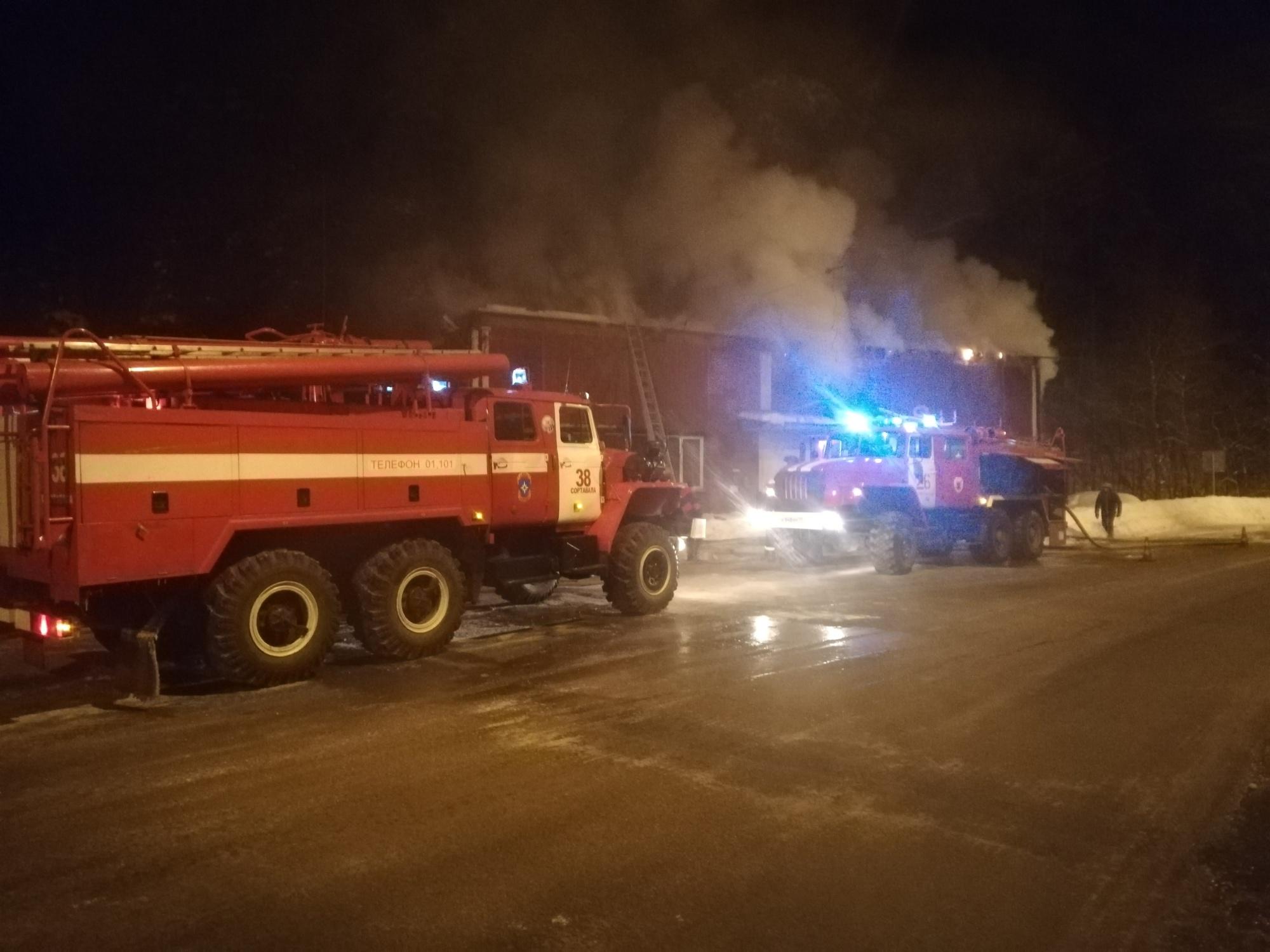 Пожарно-спасательные подразделения ликвидировали пожар в г. Лахденпохья.