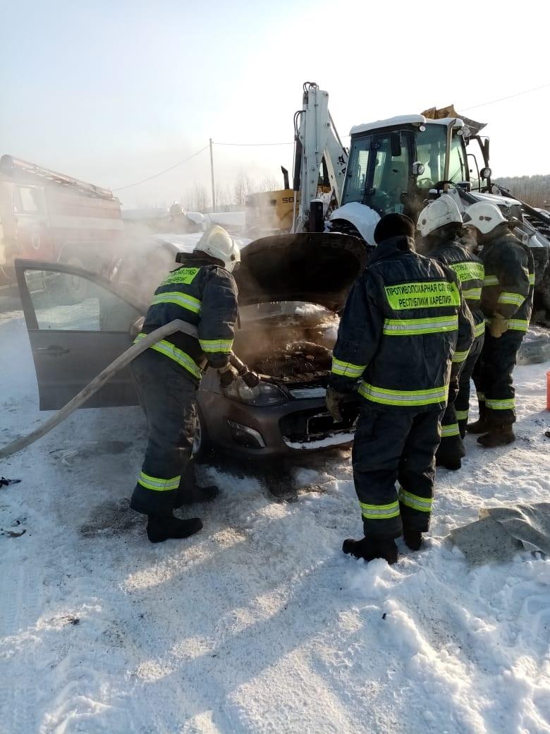 Пожарно-спасательные подразделения ликвидировали пожар в Лоухском районе.