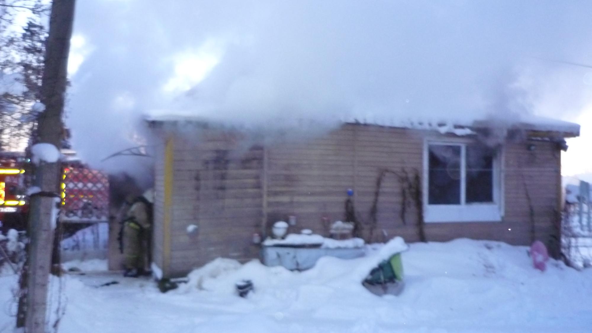 Пожарно-спасательные подразделения ликвидировали пожар в Муезерском районе.