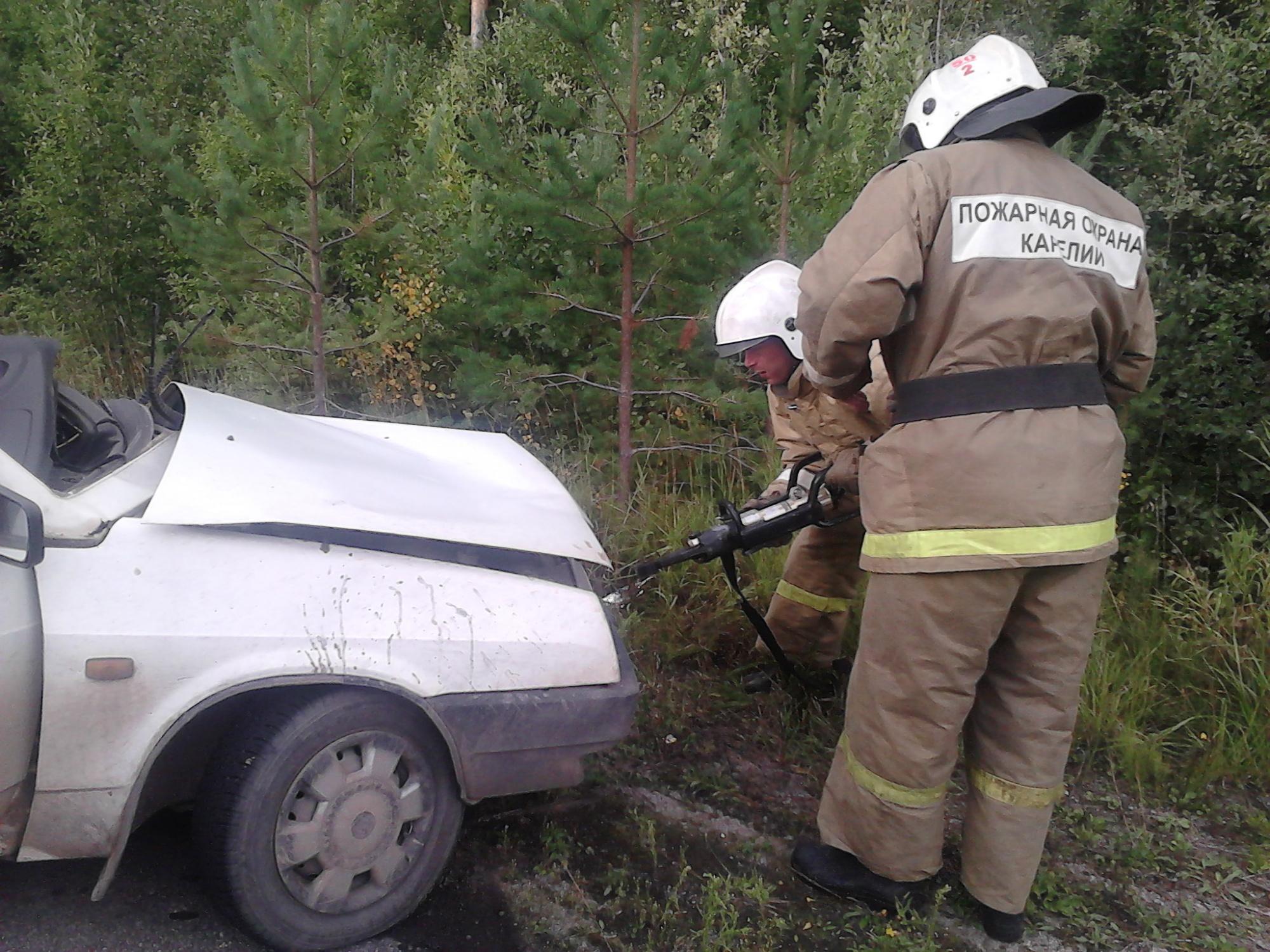 Пожарно-спасательное подразделение привлекалось для ликвидации ДТП в Муезерском районе.