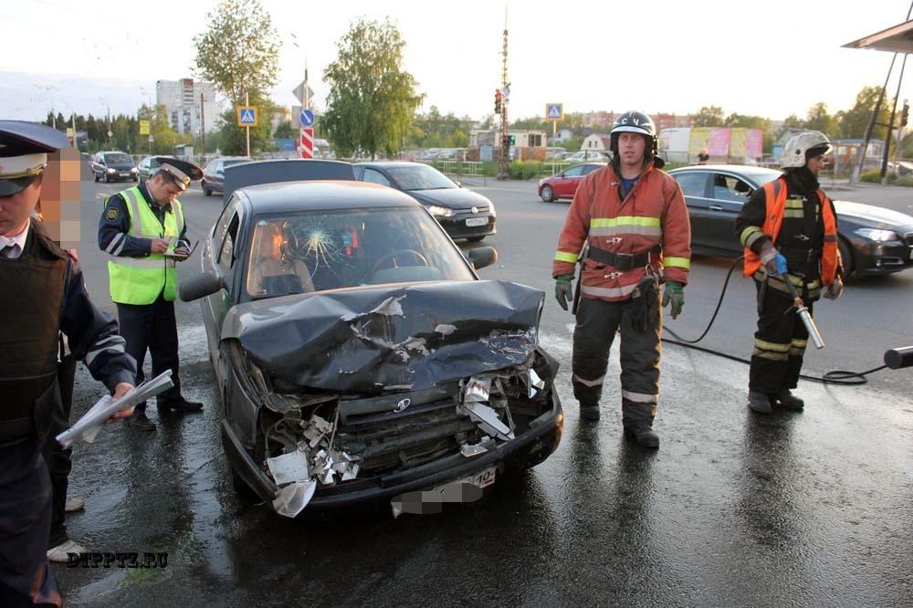Пожарно-спасательное подразделение привлекалось для ликвидации ДТП в Питкярантском районе.