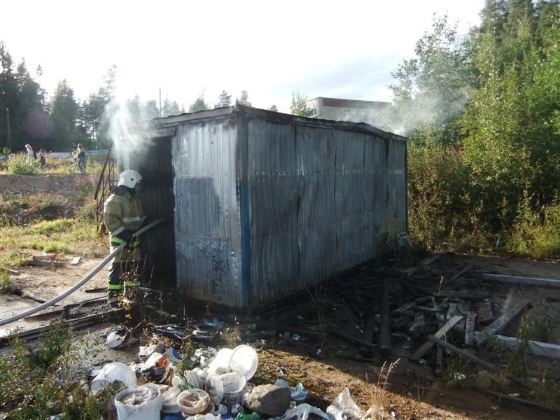 Пожарно-спасательные подразделения ликвидировали пожар в г. Кемь .