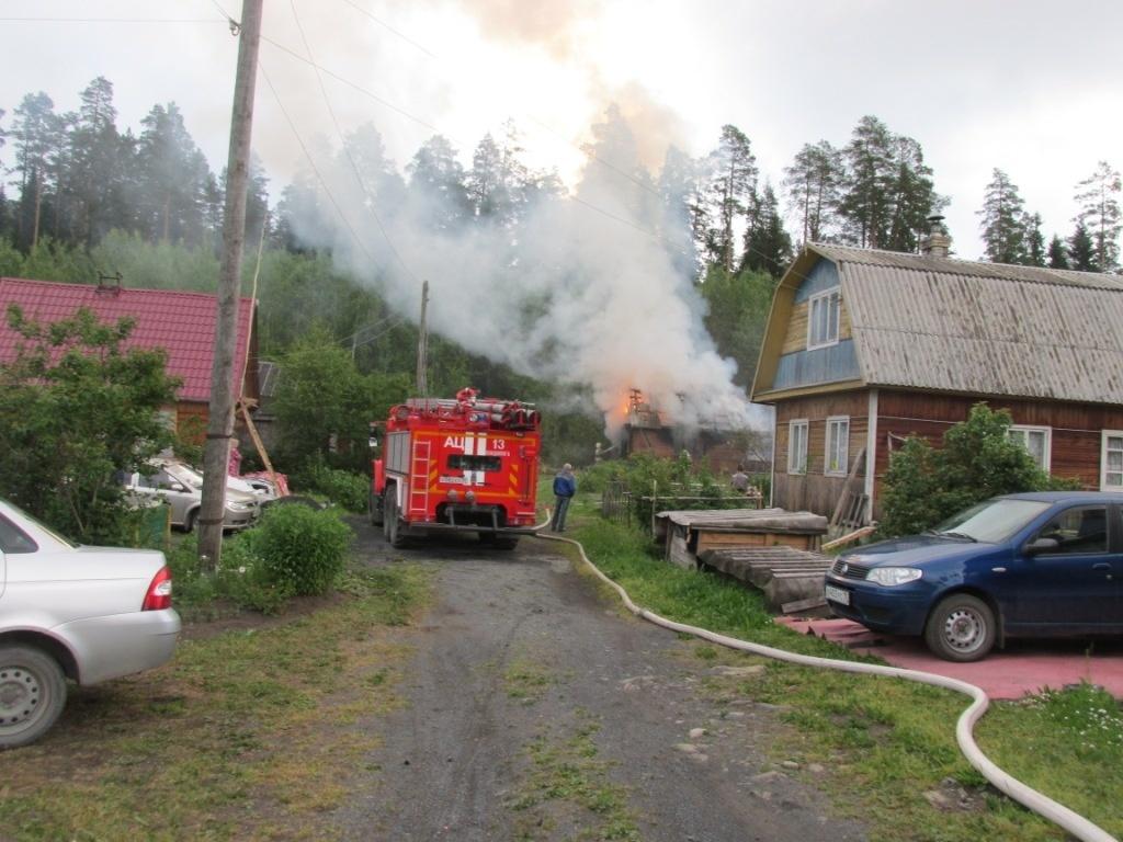 Пожарно-спасательные подразделения ликвидировали пожар в Пудожском районе.